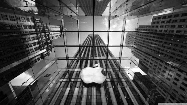Europa investiga a Apple por posibles tácticas anticompetitivas.