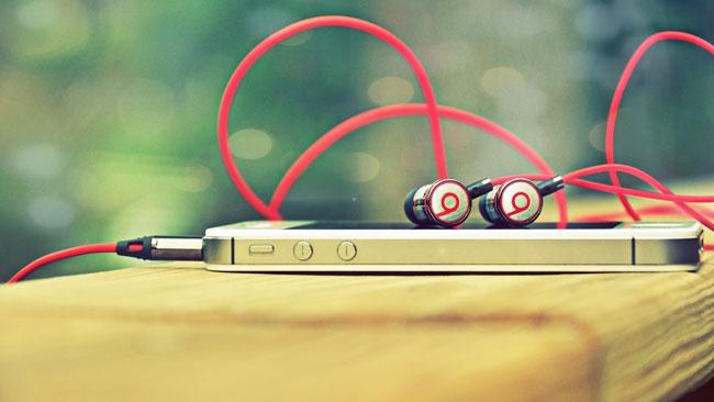 Logo de Beats en un Apple iPhone 4s