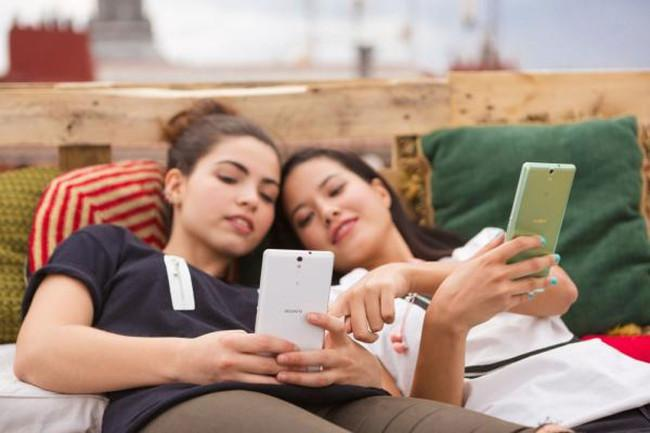 Sony Xperia C5 Ultra y chicas