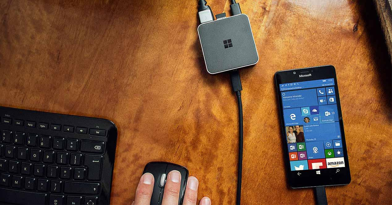 Display Dock conectado a un Microsoft Lumia