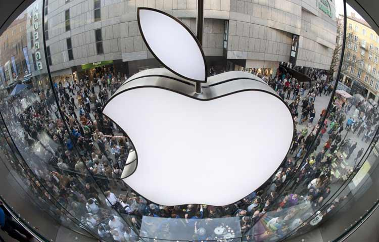 Logo de Apple en la calle