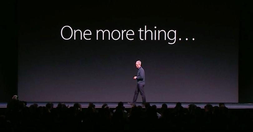 Tim Cook en una keynote con letrero one more thing