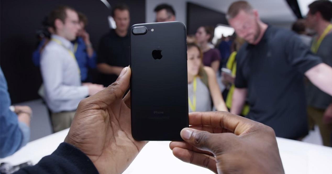 Carcasa negra del iPhone 7 Plus