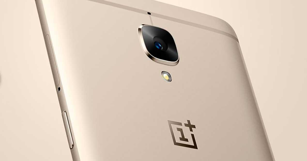 OnePlus 3 de color dorado