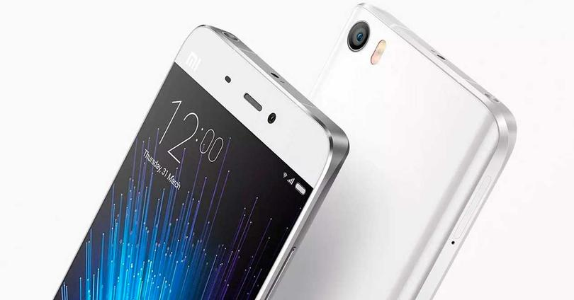 Xiaomi Mi5 de color blanco