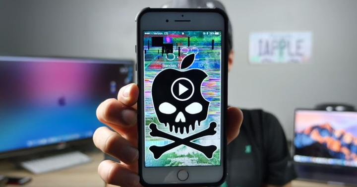 iphone con calavera y vídeo bloqueado