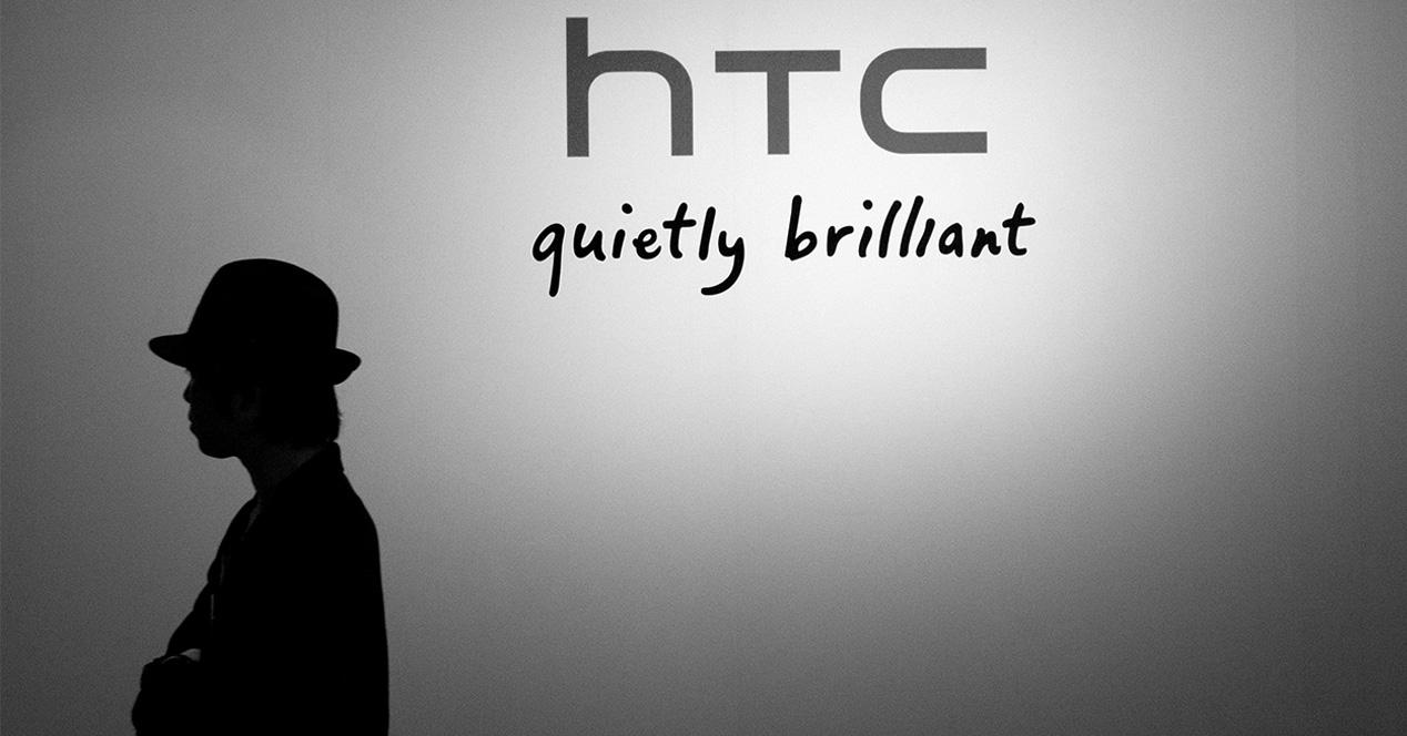 Logotipo de HTC sobre una pared