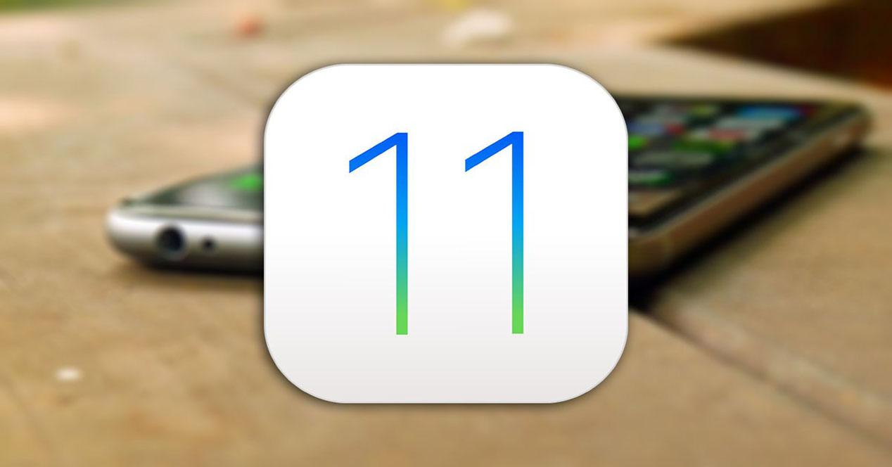 Logo de iOS 11 con un iphone de fondo