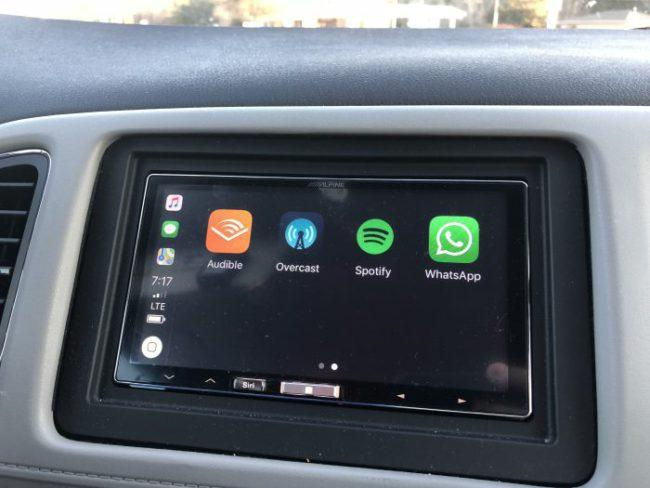 Apple CarPlay WhatsApp