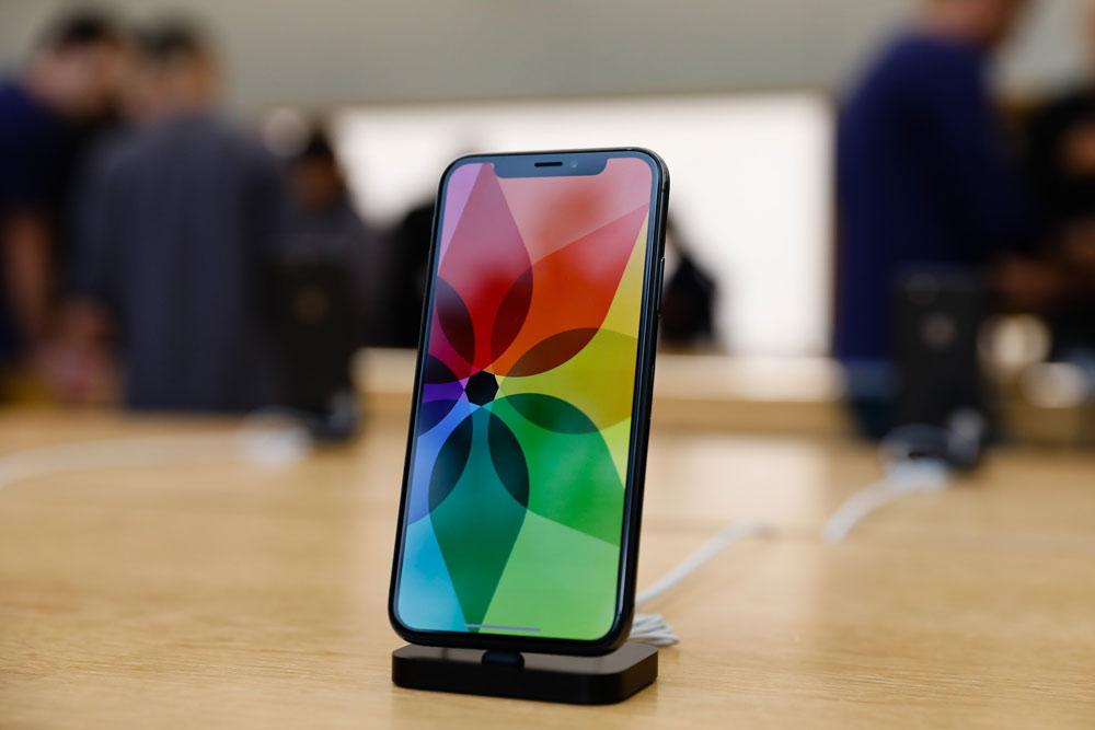 iPhone X con pantalla OLED de colores