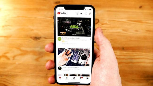 iPhone X ejecutando la app de YouTube