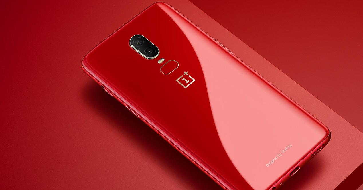 OnePlus 6 en color rojo