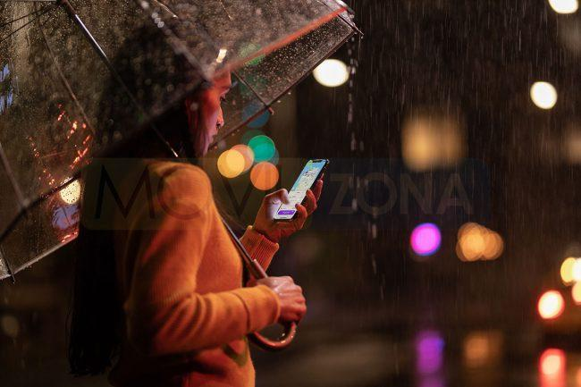 Apple iPhone Xs con lluvia