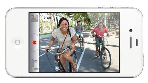 Apple iPhone 4S en color blanco en posición panorámica