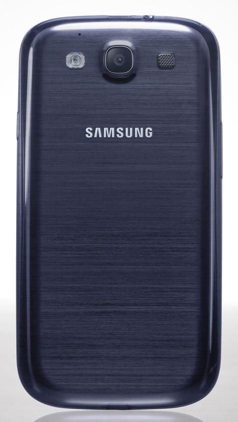 Samsung Galaxy S3 de color azul, vista trasera