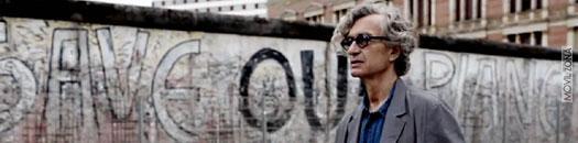 Win Wenders en el muro de Berlín