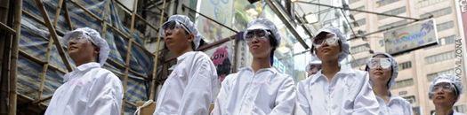 Persona chinas con trajes de color blanco