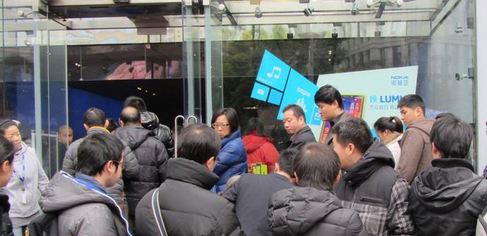 Colas para comprar el Nokia Lumia 920 en China
