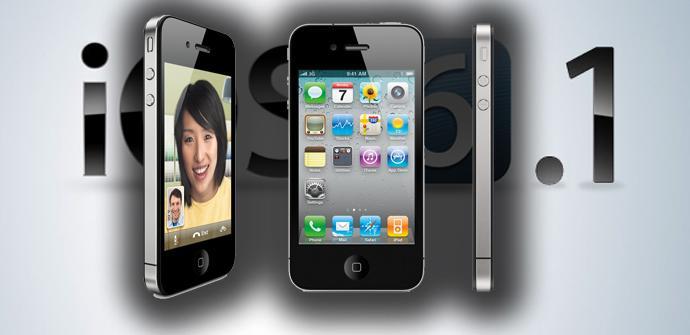 Teléfono iPhone 4S con iOS 6.1 de fondo