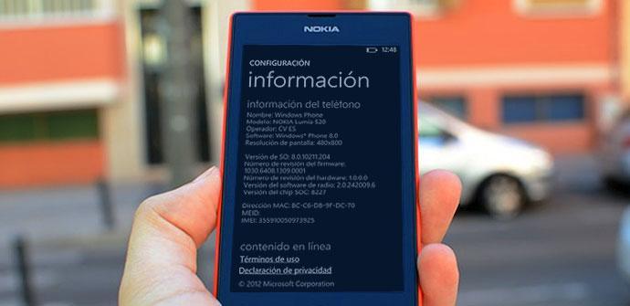 Nokia Lumia de color rojo y negro