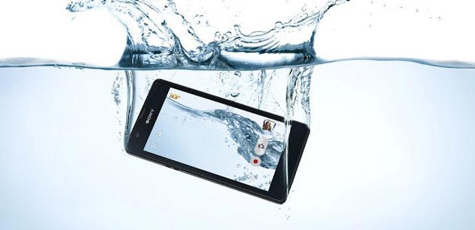 Sony Xperia ZR, el dispositivo más resistente al agua.