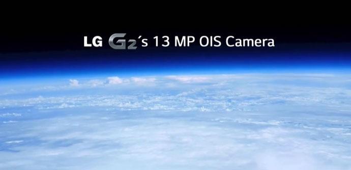 LG G2 en el espacio con la tierra de fondo