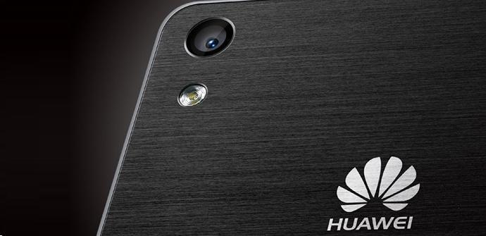 Logo de Huawei sobre un Huawei Ascend P6