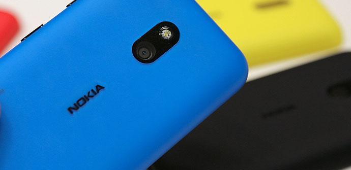 Carcasa azul de un Nokia Lumia