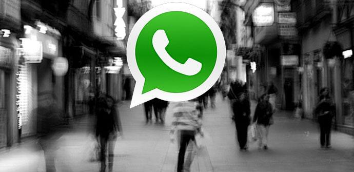 Logo de whatsapp con imagen en blanco y negro de fondo