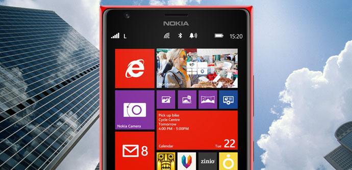 Nokia Lumia con edificios de fondo