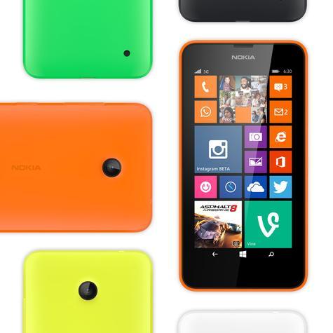 Nokia Lumia 630 con diferentes carcasa