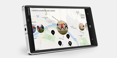 Nokia Lumia 930 con mapas en la pantalla