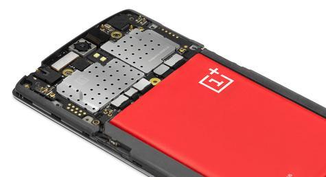OnePlus One vista de la antena y partes internas, asi como de la batería