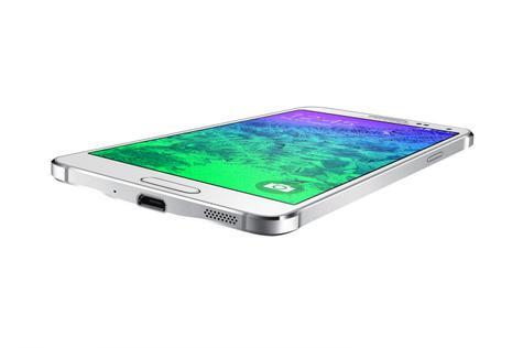 Samsung Galaxy Alpha detalle de la conexión