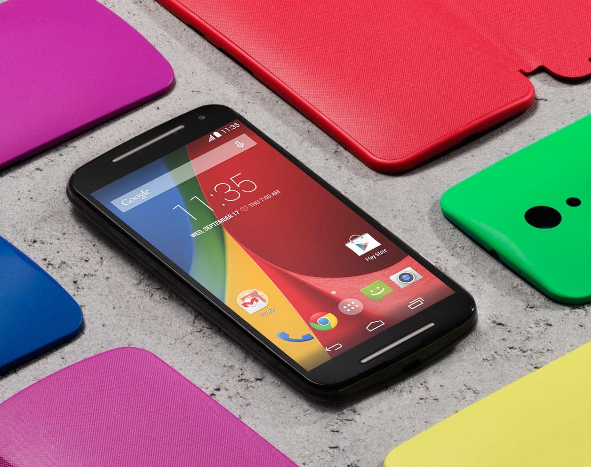 Motorola Moto G en negro con carcasas de colores