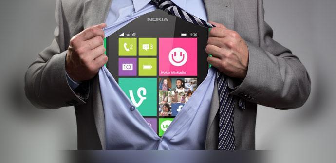 Windows Phone dentro de camisa de una persona