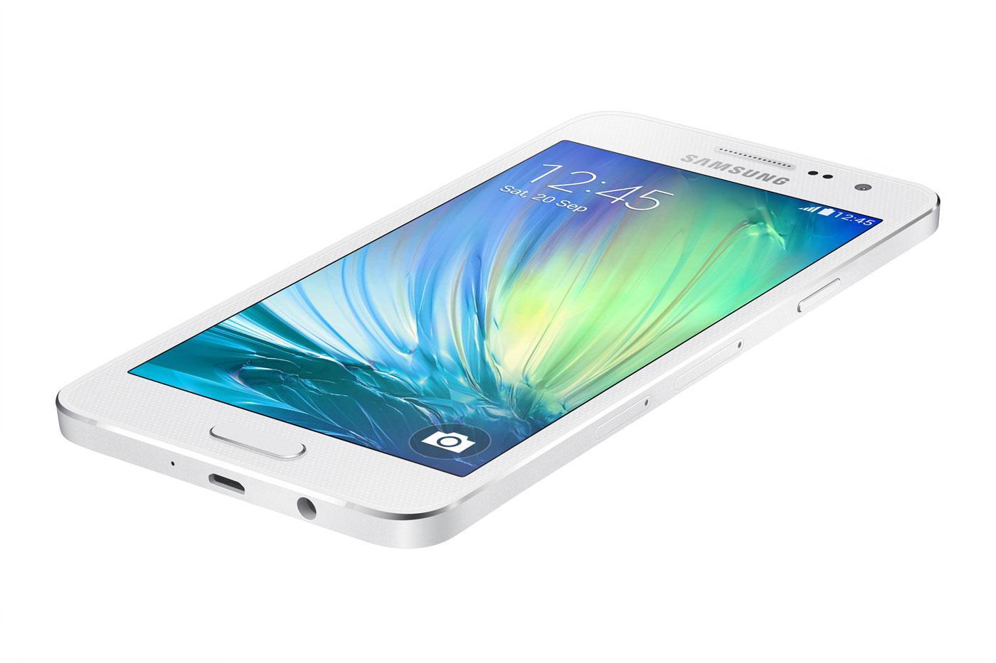 Samsung Galaxy A3 en color blanco vista superior