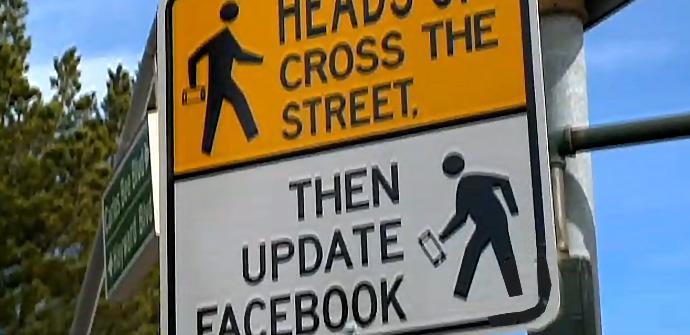 Primero cruza y luego actualizas Facebook.