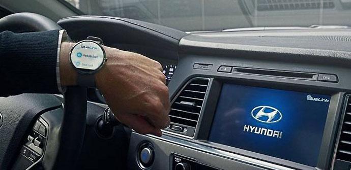 Uso del smartwatch en un coche