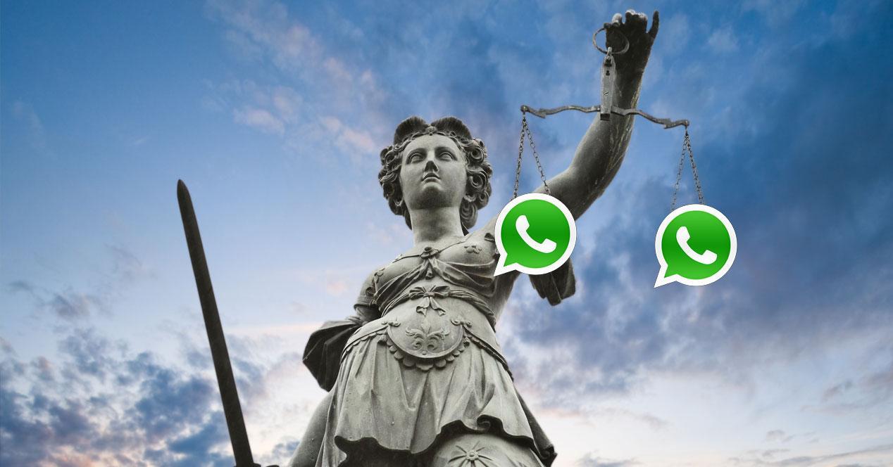 estatua de la justicia con logos de whatsapp