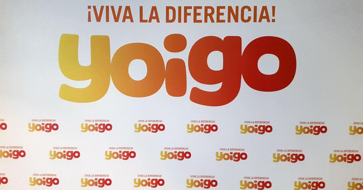 logos de yoigo en un cartel