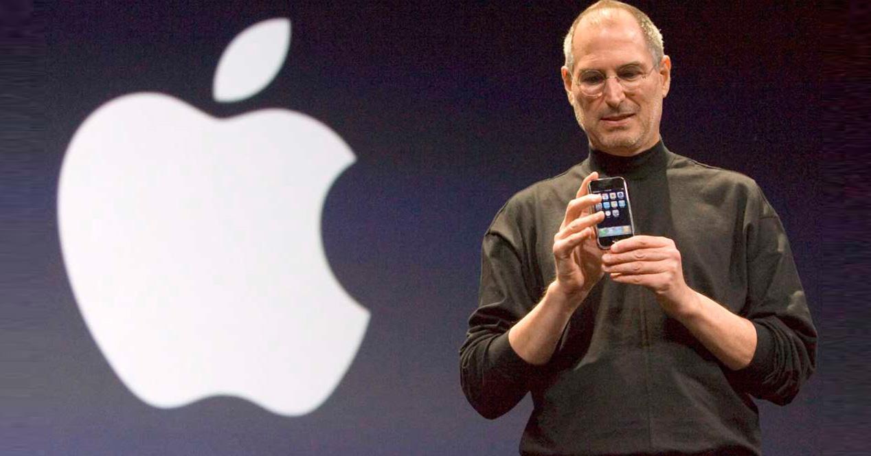Steve Jobs presentando el iPhone en 2007.