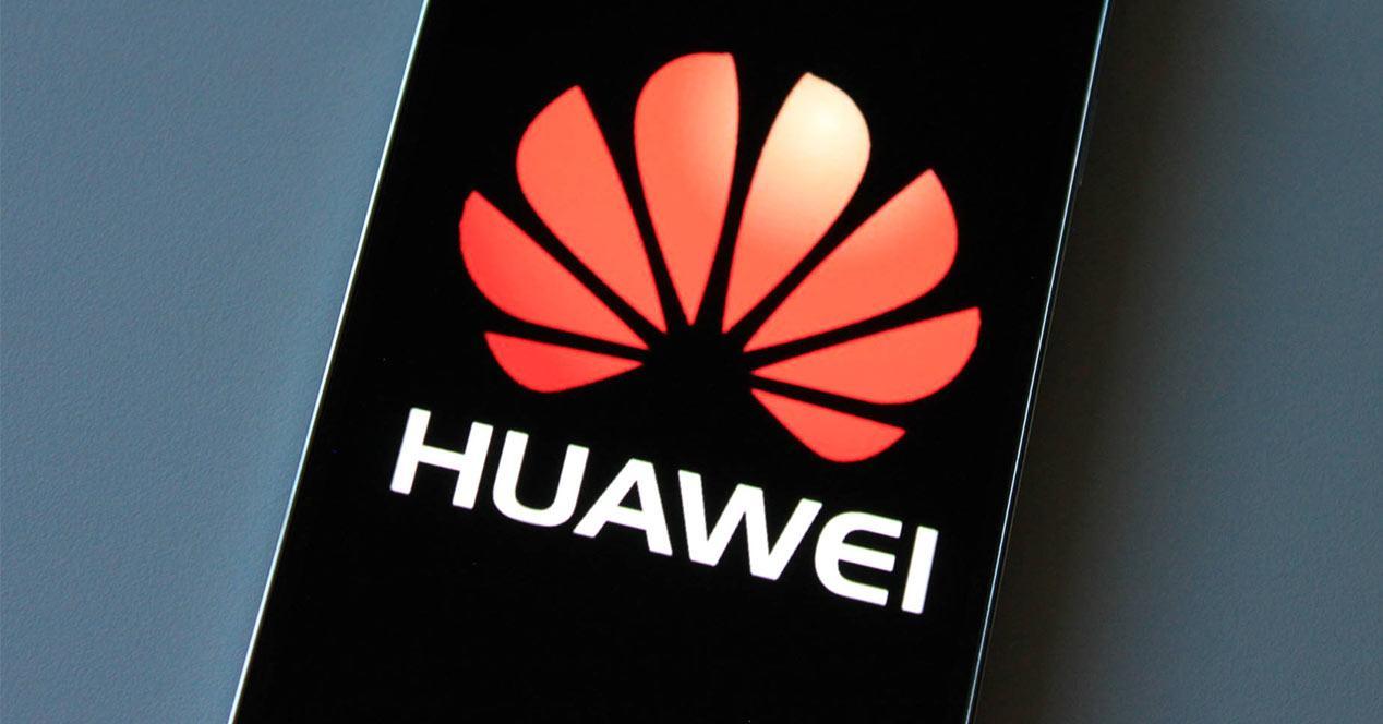 Logo de Huawei en un phablet