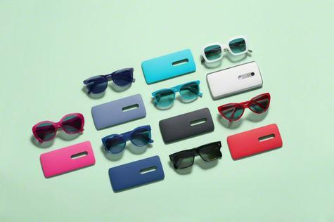Motorola Moto X Play y gafas de colores