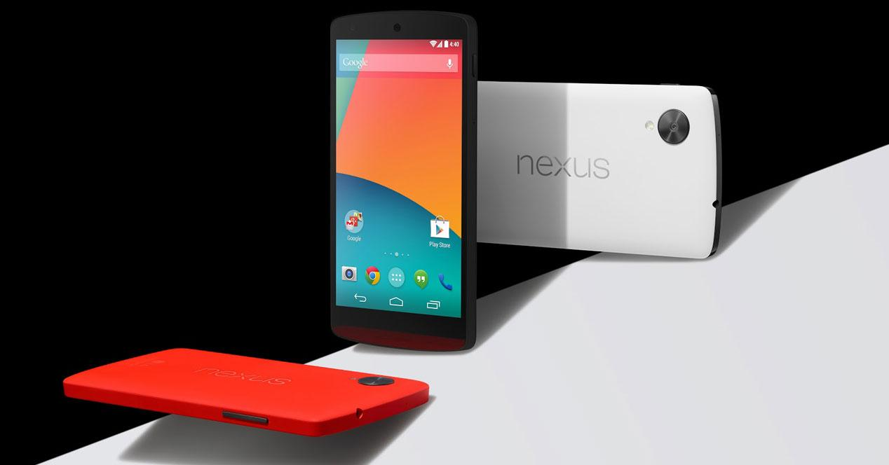 Nexus 5 en blanco, negro y rojo