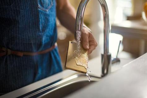Sony Xperia M5 con agua