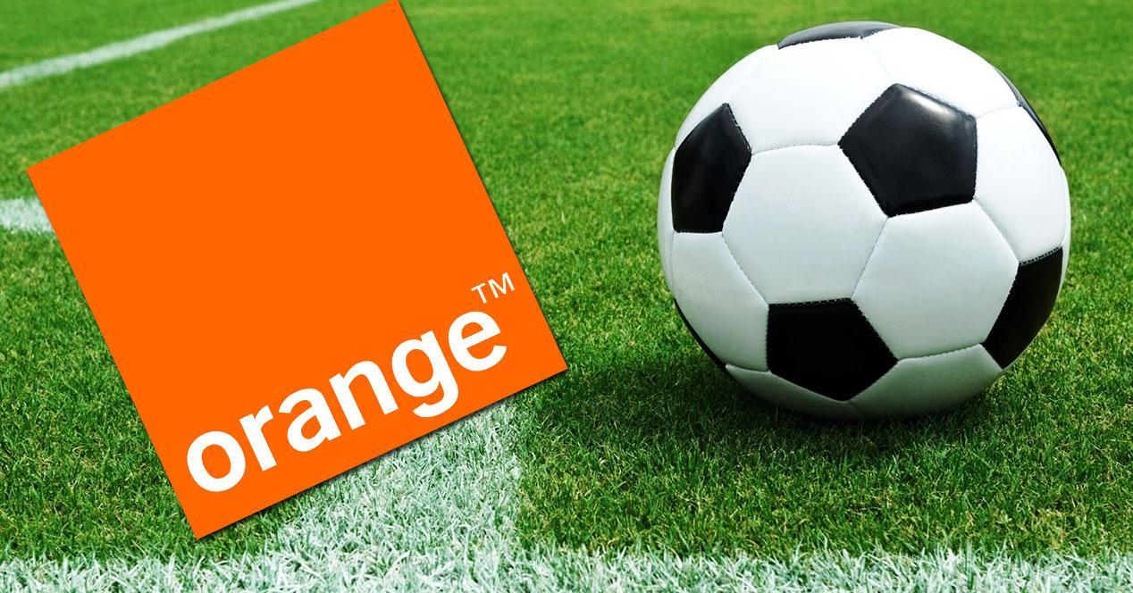 Logo orange con balon de futbol
