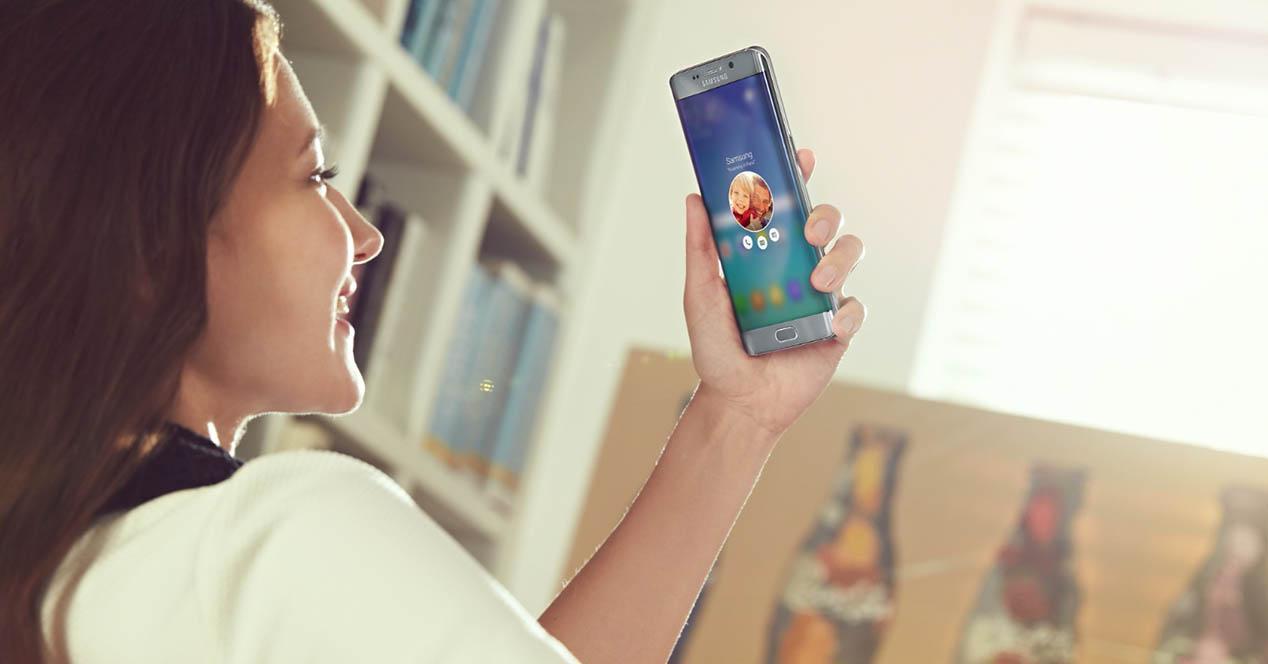 pantalla del telefono encendido automatico