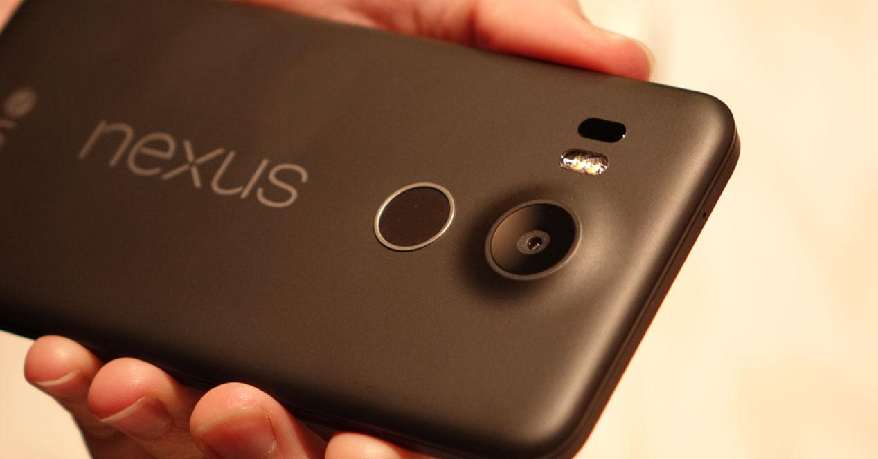 Detalle de la cámara del Nexus 5x en negro