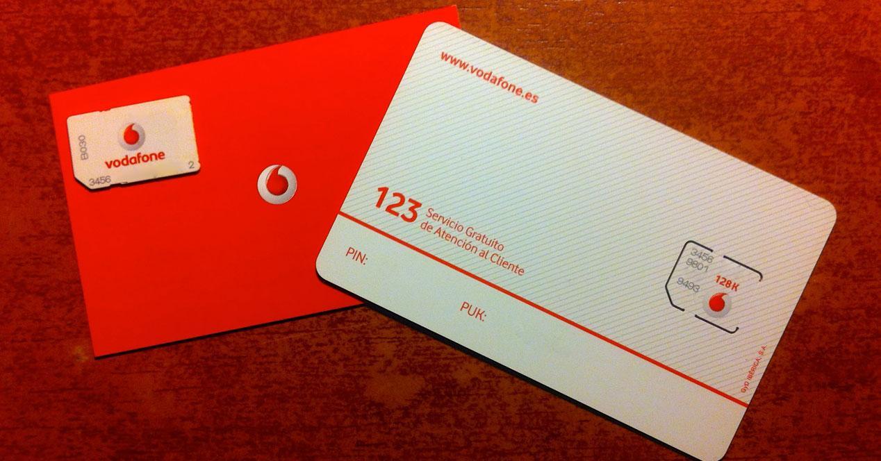 Tarjeta SIM Vodafone roja y blanca